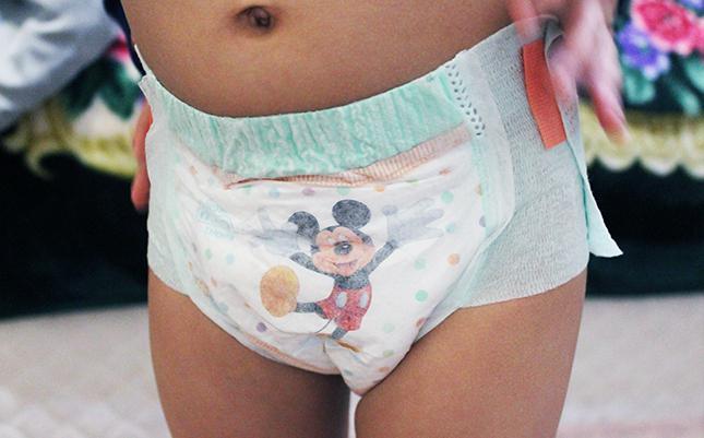 Трусики-подгузники на малыше