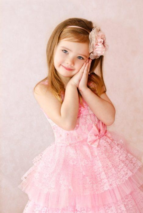Девочка в красивом платье
