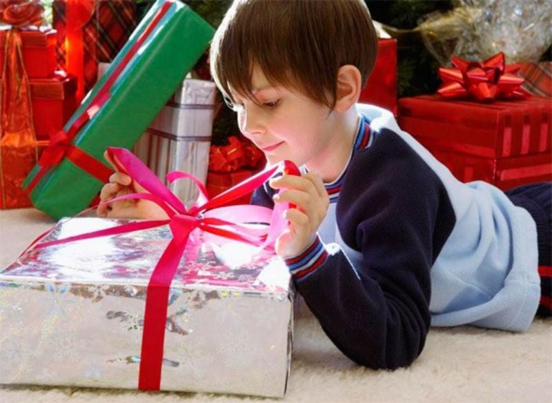 Как выбрать модный и полезный подарок мальчику на 7 лет