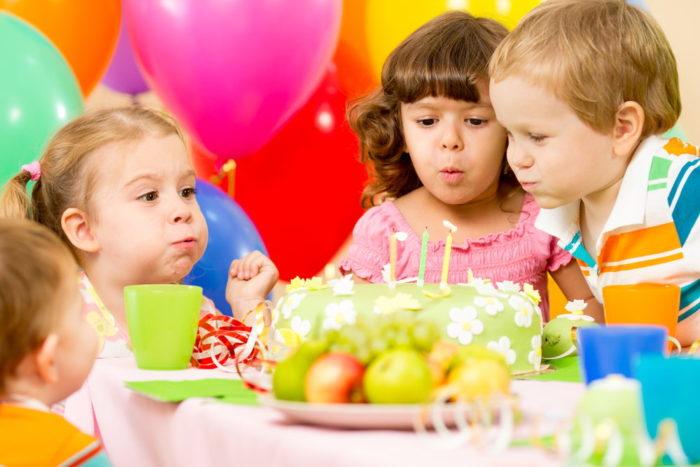 Малыши на дне рождения