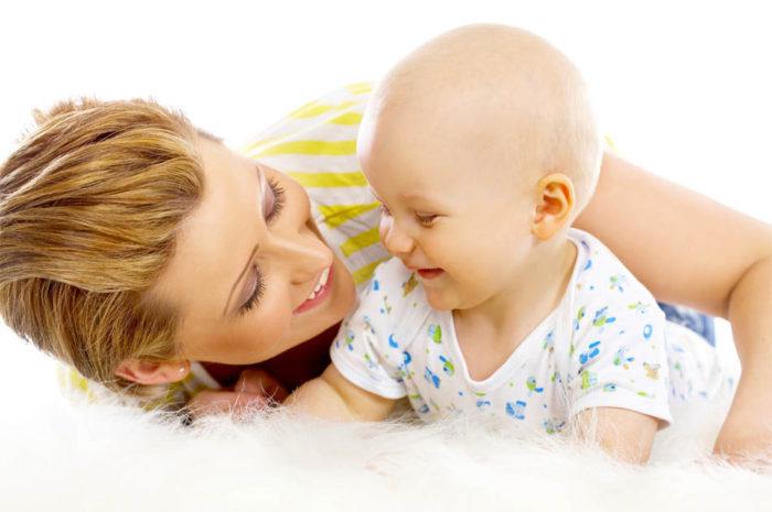 Мама разговаривает с малышом