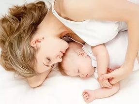 Совместный сон малыша и мамы