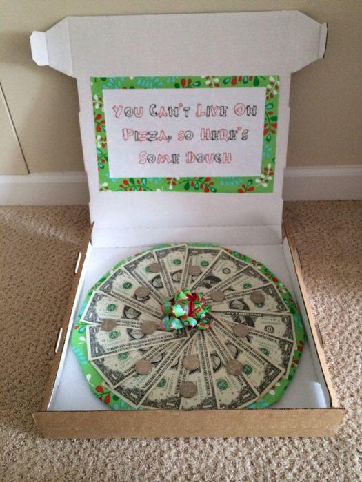 Деньги в коробке из-под пиццы