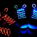 Две пары светящихся шнурков