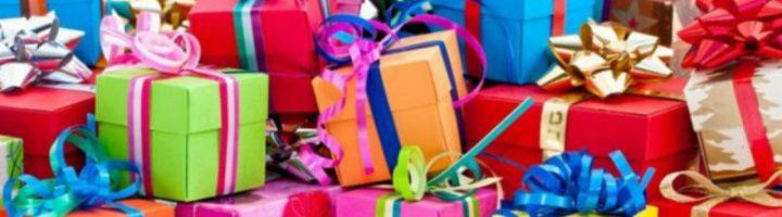 Много подарочных коробок