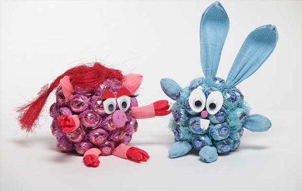 Два смешарика из конфет
