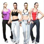 Четыре девушки в форме для фитнеса