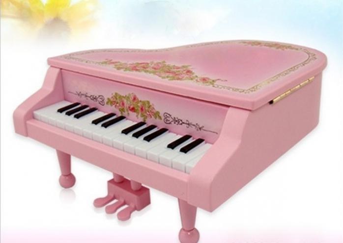 Розовый детский рояль
