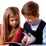 Дети знакомятся с новой книгой