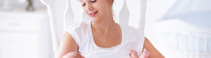 кормление грудью новорожденного