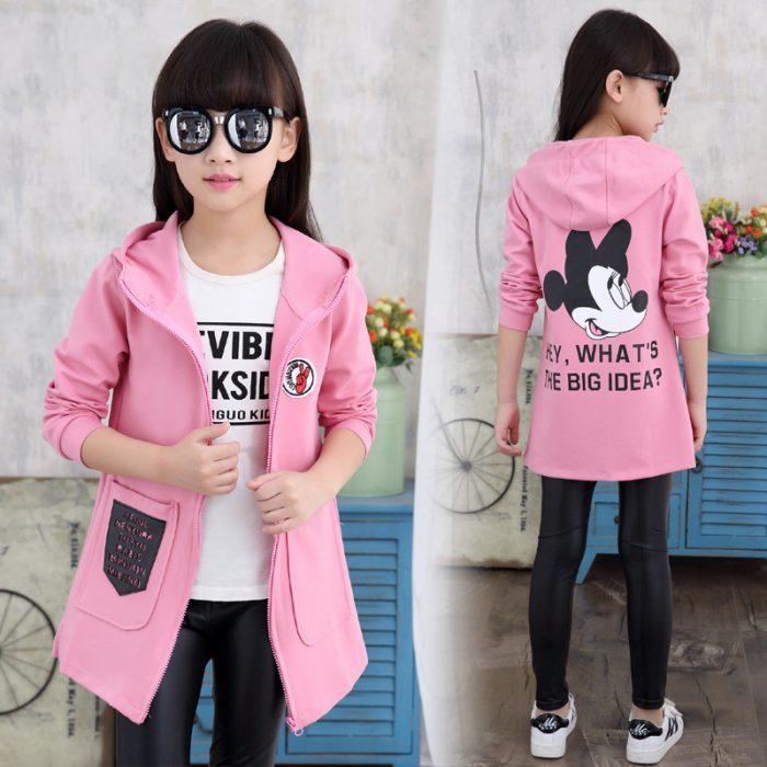 Девочка в модной одежде