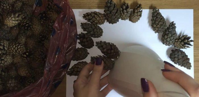 Конус и шишки для елки