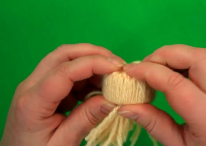 Изготовление шапочки-игрушки из пряжи и картона