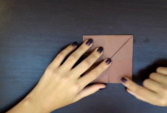 Заготовка из коричневой бумаги для собаки оригами