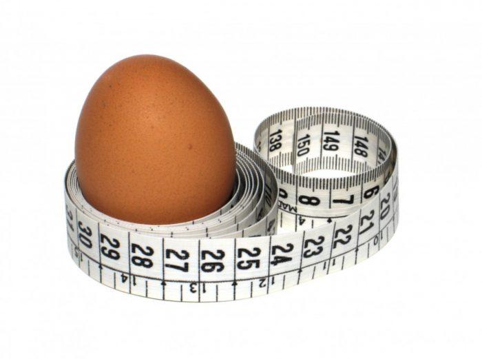 яйцо и сантиметровая лента