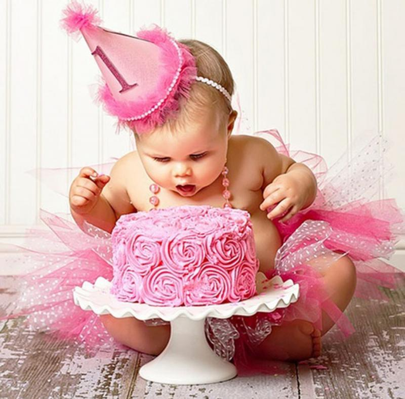 Первый день рождения маленькой леди: что выбрать в качестве подарка