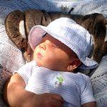 Солнечные лучи на лице ребёнка