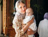 Беременной  разрешается крестить ребёнка, хотя по состоянию здоровья и духовным причинам она может отказаться от этой роли