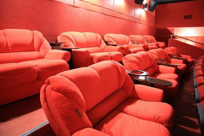 Мягкие диваны в кинозале