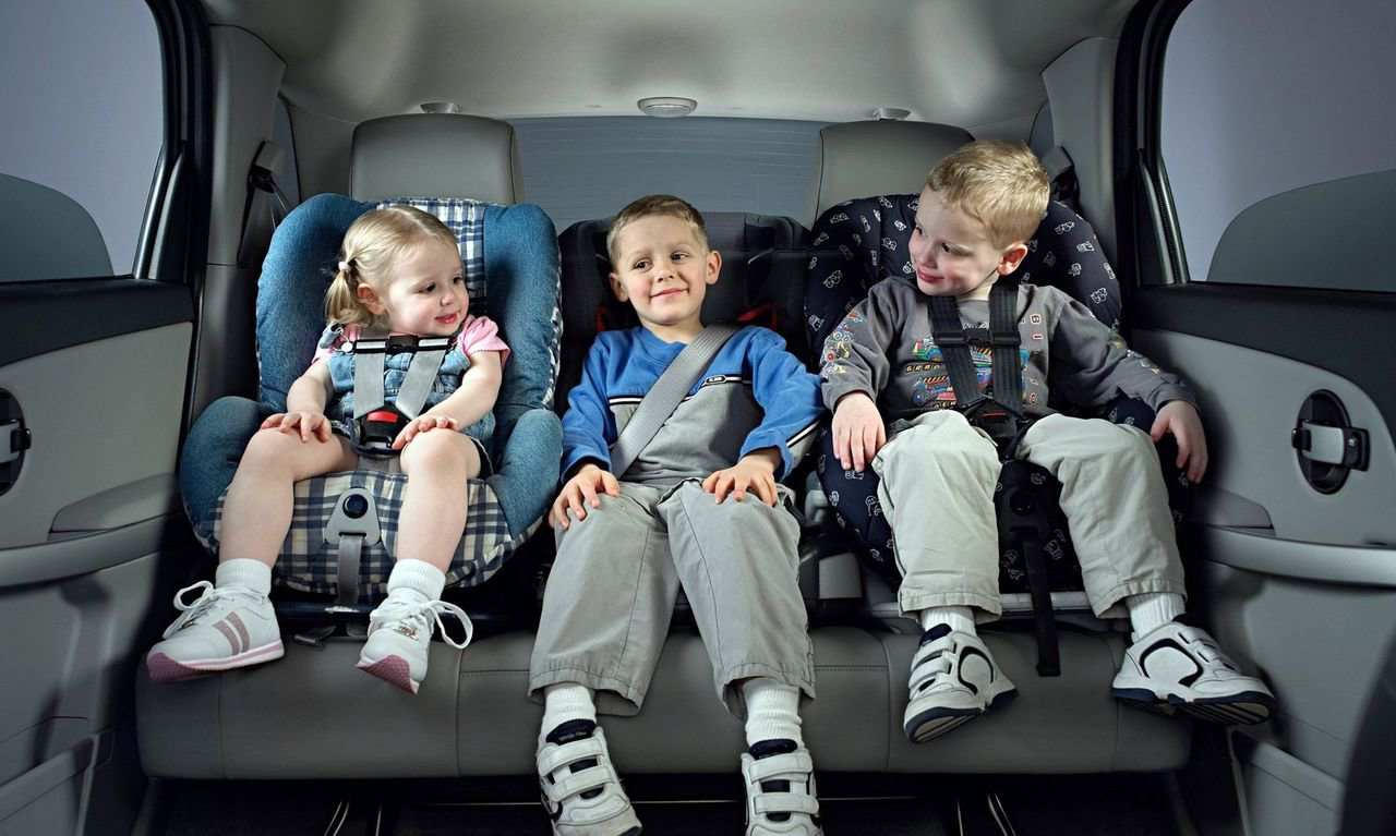 Проверка на прочность детских автокресел с помощью краш-теста