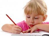 Ребёнок учится писать