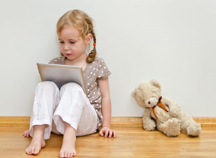 Девочка и планшет