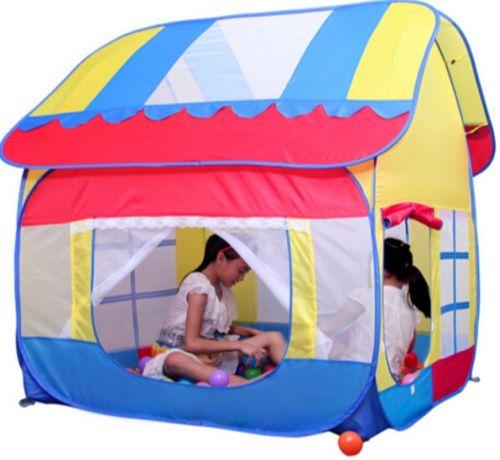 Две девочки в палатке-домике