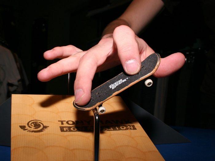 Пальцы на фингерборде