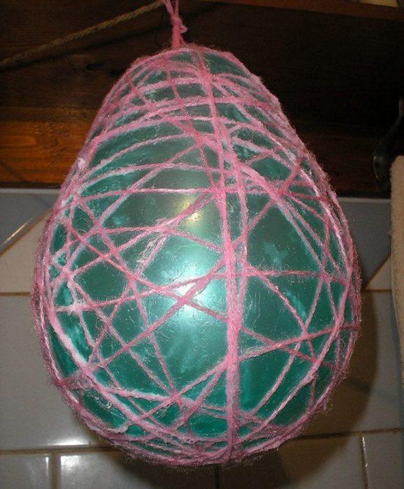 Воздушный шар, обмотанный нитками