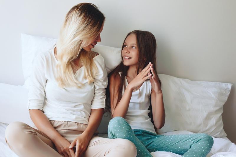 Как рассказать девочке про месячные: советы маме