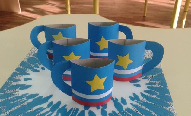 Объёмные кружки, украшенные звездой и флагом России