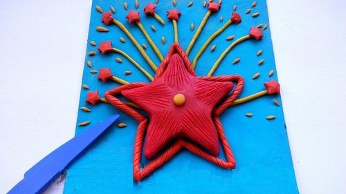 Вдоль каждого лучика звезды прорисованы полоски
