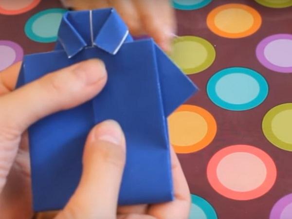 Заготовка рубашки согнута пополам