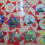 Открытки в форме звёзд с использованными компакт-дисками внутри