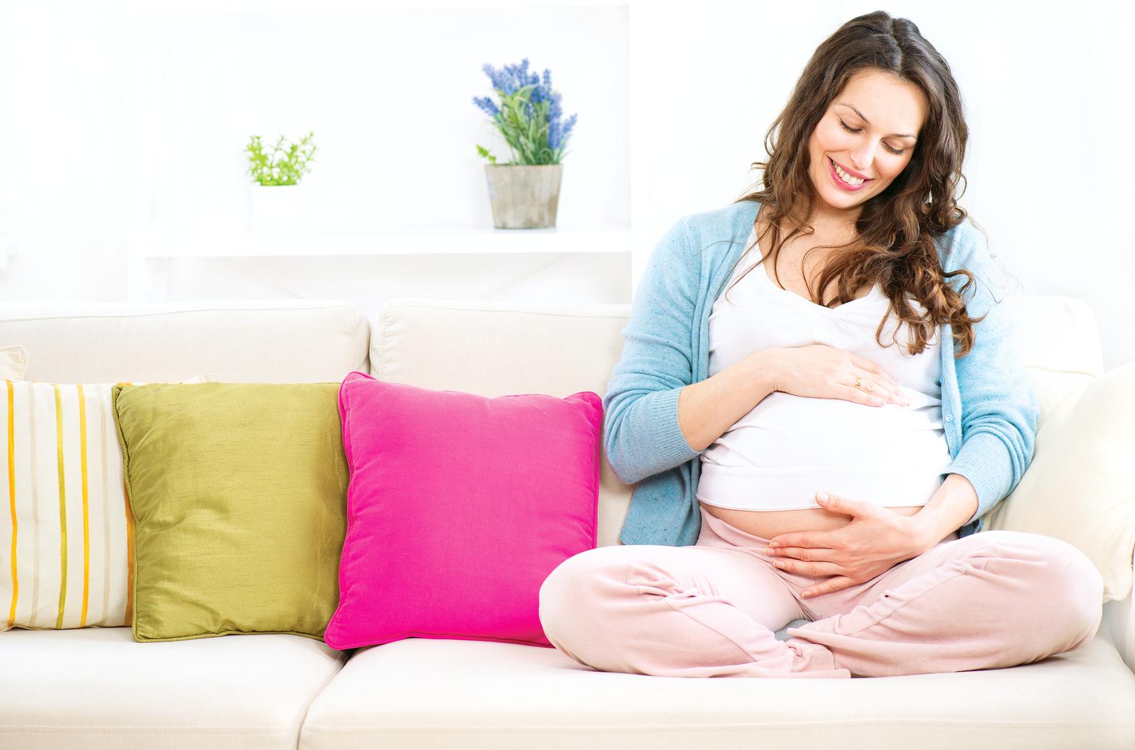 Польза мелиссы на ранних и поздних сроках беременности