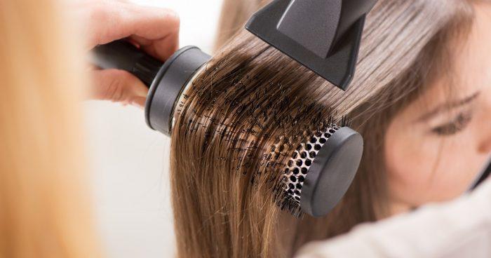 Девочка у парикмахера