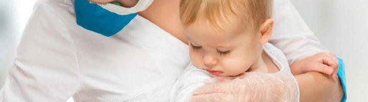 Мноие врачи не рекомендуют купать ребёнка после прививки, но в некоторых случаях это делать можно