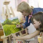 девочка на курсах рисования