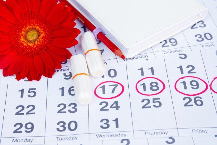 Календарь месячных и тампоны