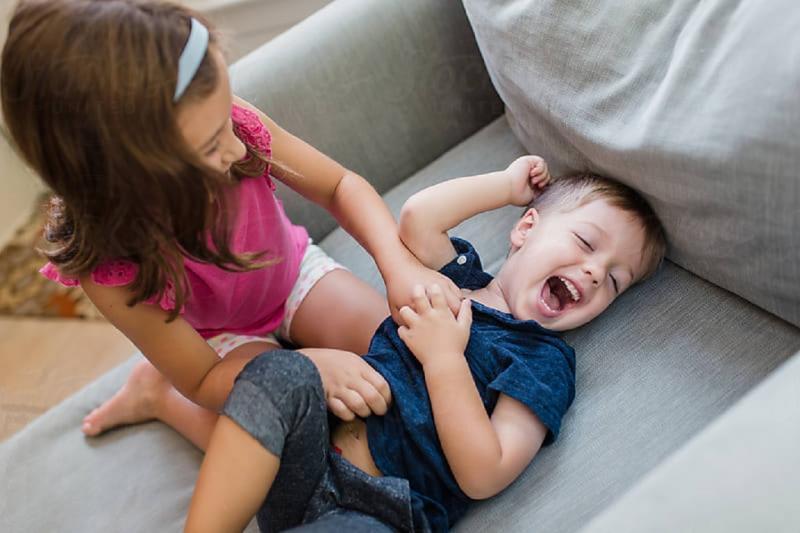 Почему нельзя щекотать маленьких детей и чем опасна щекотка