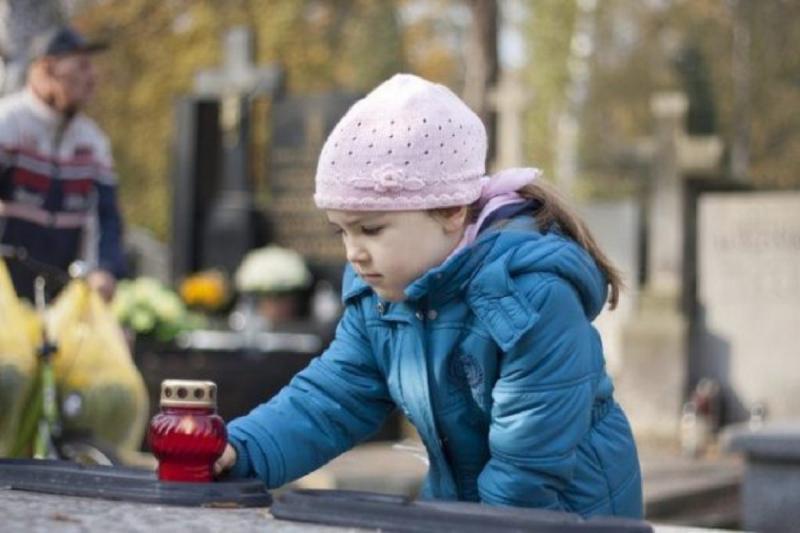 Можно ли детям ходить на кладбище: суеверия и мнение церкви