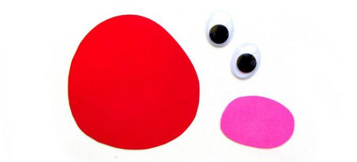 Большой красный круг, розовый круг поменьше и глазки из пластика