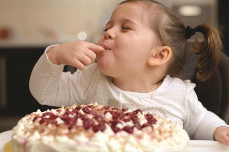 Давать ли детям сладкое: соотносим пользу и вред