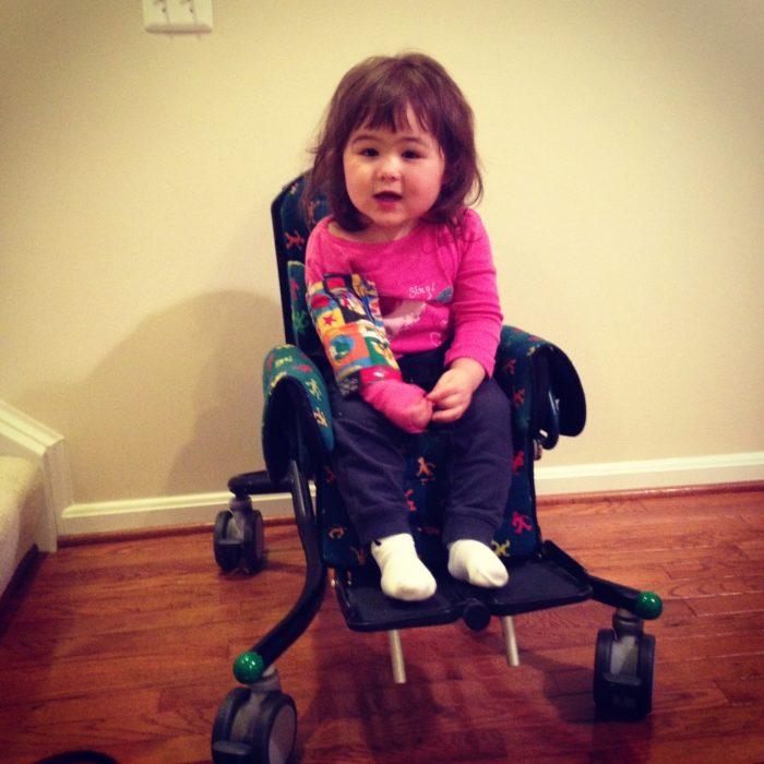 девочка с синдромом Ретта в коляске