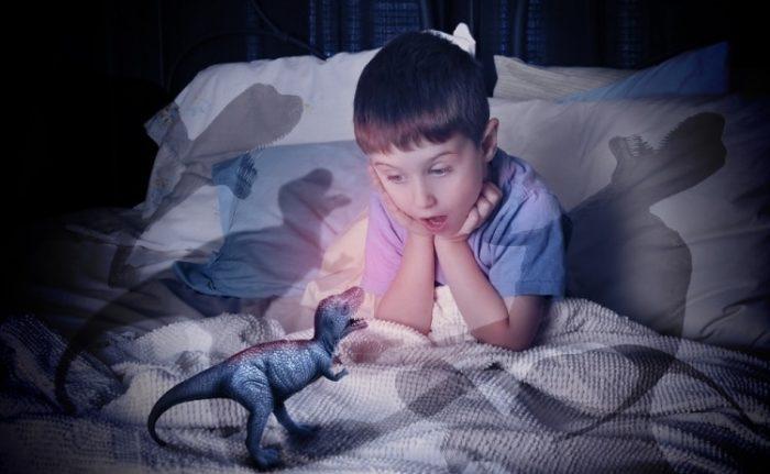 Мальчику ночью мерещатся динозавры