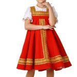 Девочка одета в костюм русской красавицы