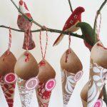 Бумажные трубочки и самодельные птички на ветке