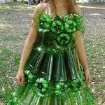 Девочка в платье из пластиковых бутылок