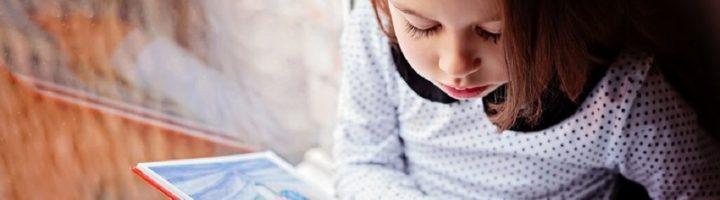 Родители вполне могут обучить ребёнка скорочтению, регулярно предлагая ему несложные упражнения.
