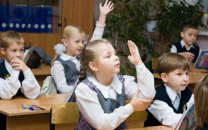 Младшие школьники на уроке